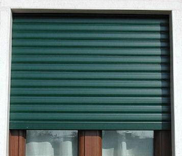 Serrande per garage in alluminio clinic for Cancelli estensibili spagnoli